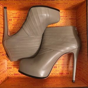 Brand new Pour La Victoire nude/grey Booties.